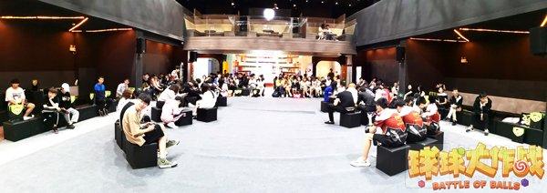 上海粉丝见面会举行 选手与球球玩家欢闹国庆